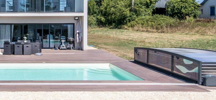 La pose d'un abri de piscine de A à Z